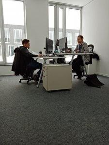 Kollegen bei der Arbeit